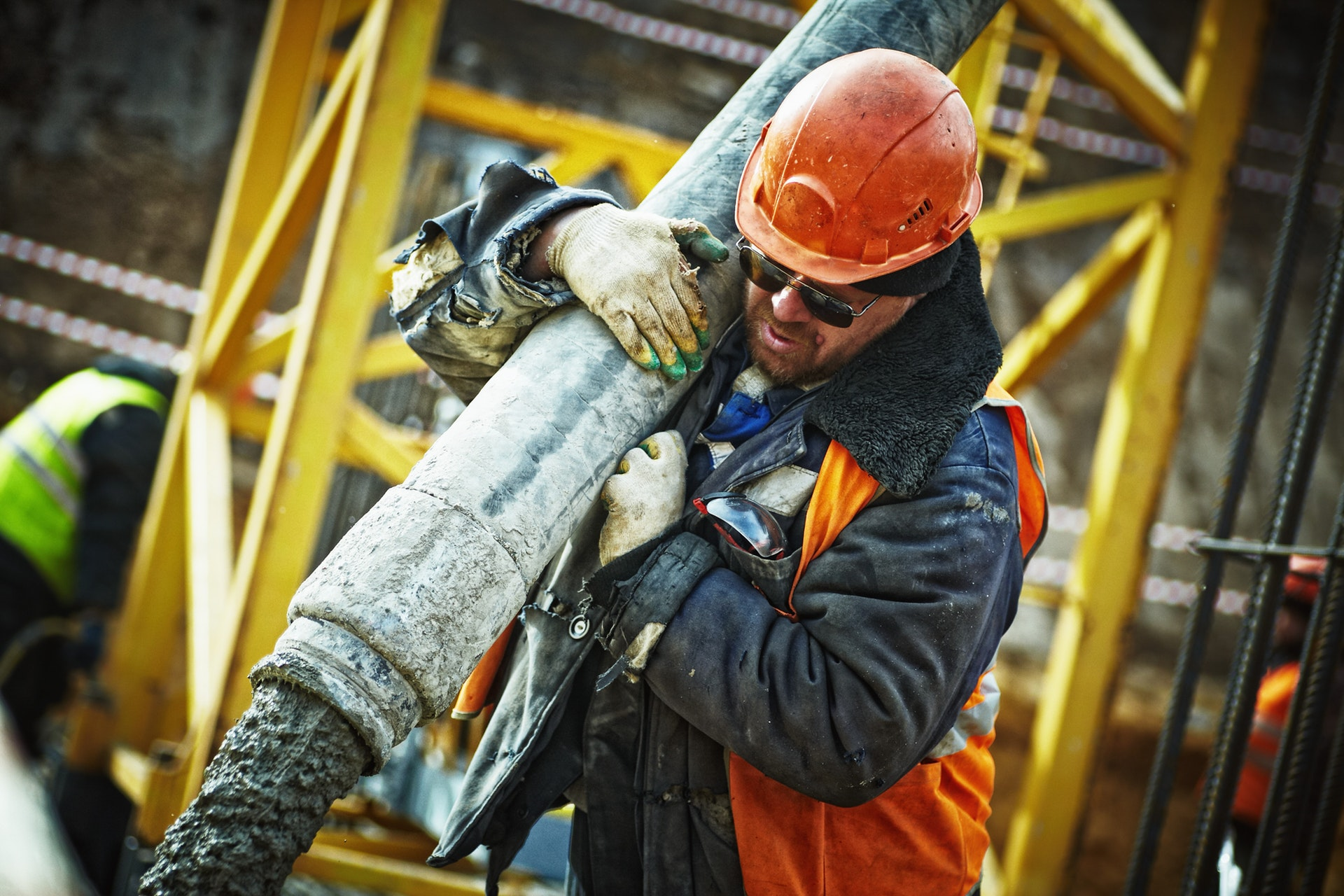 Photograph of a worker in an oil rig qhse