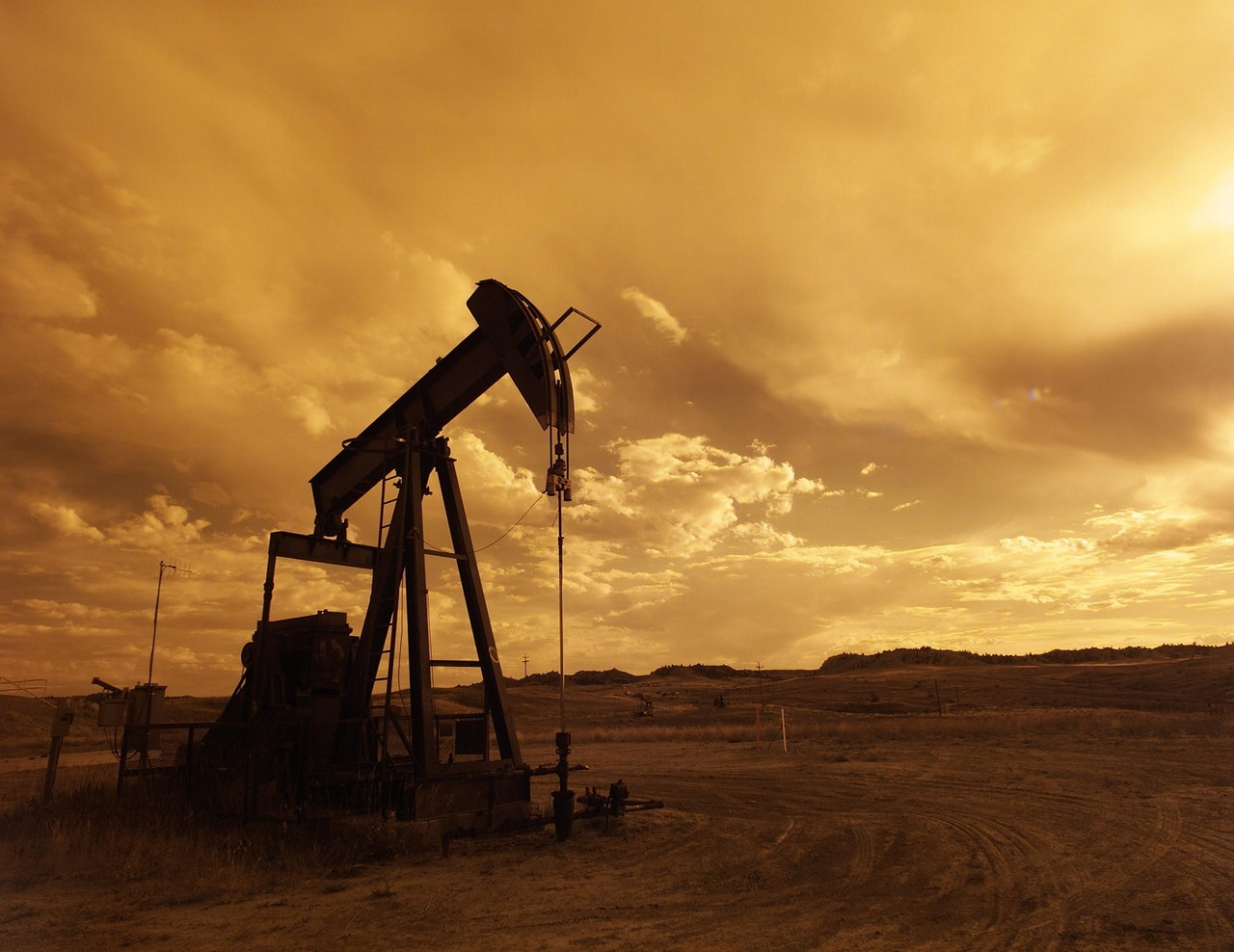 Photograph of an oil field at sunset shale.