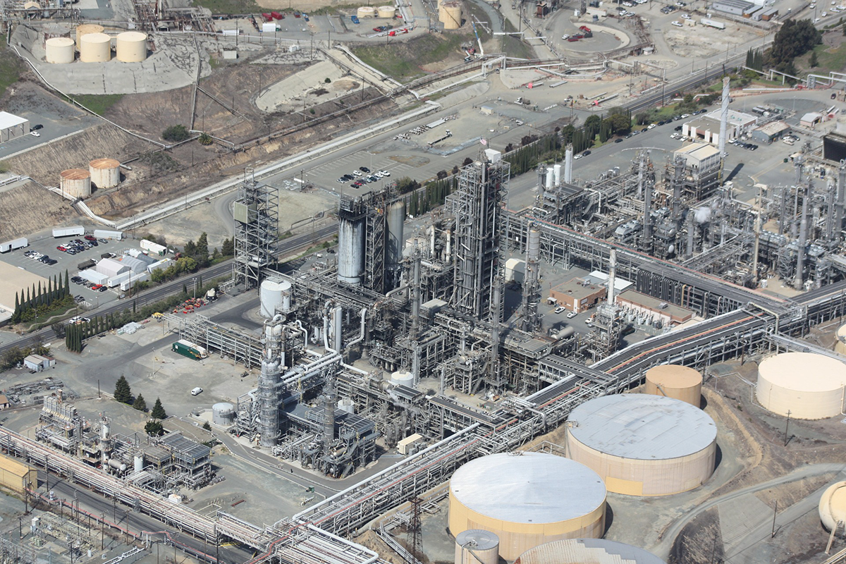 Natural gas CNG refinery in a large space news.
